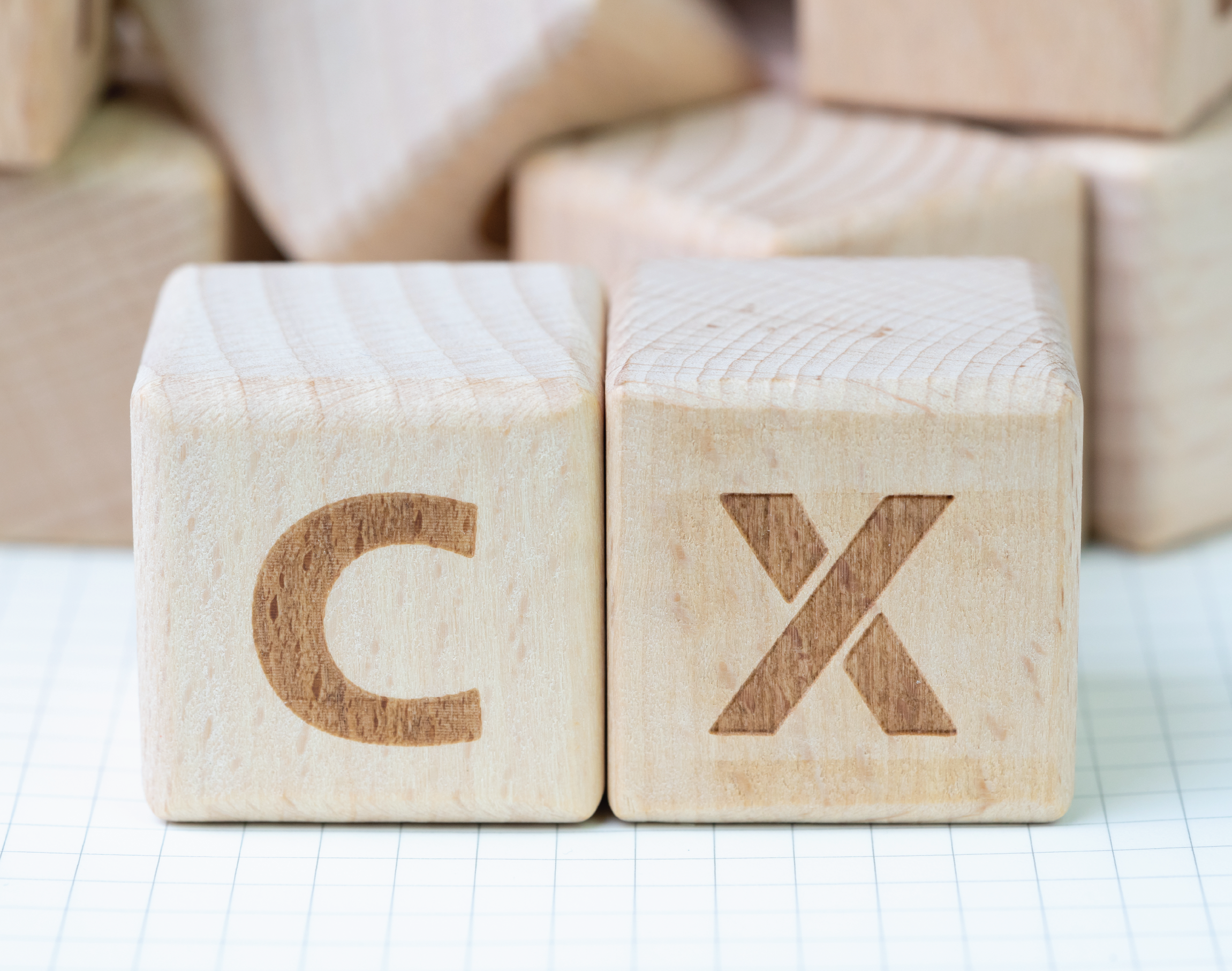 IQBusinesss CX Trends 542x425-01